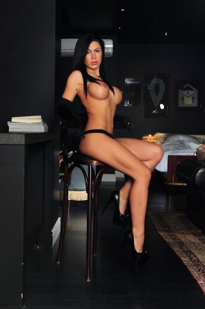 Maria-cruz van escorts River Ridge